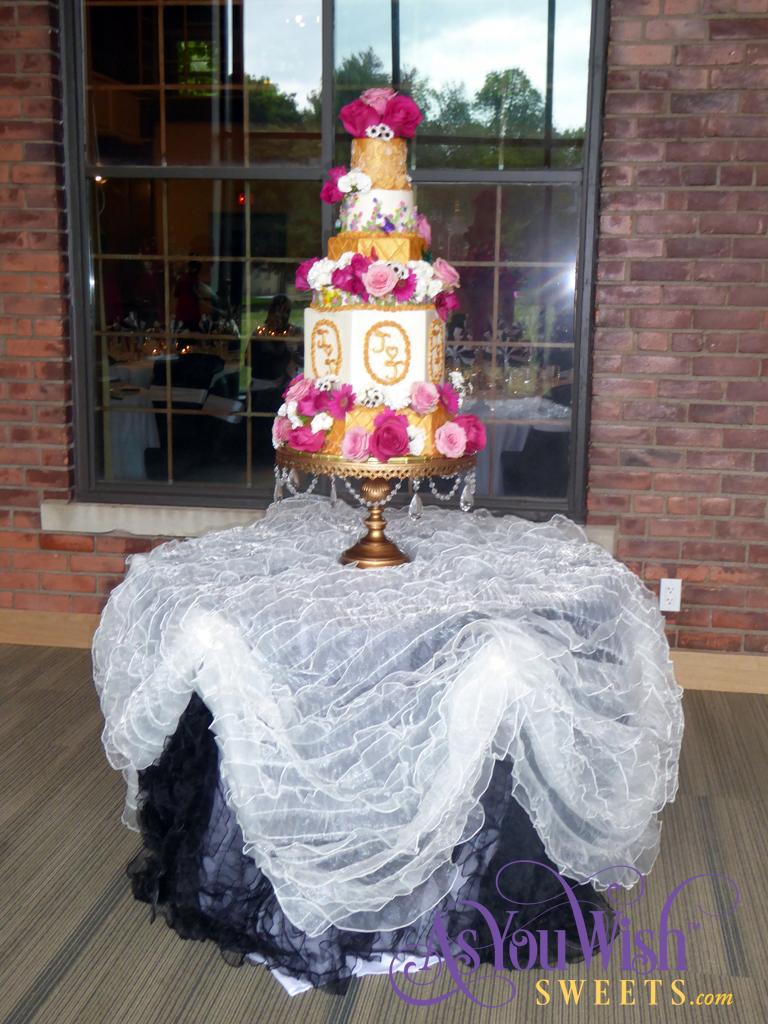 Gold Flowers Wedding Cake 1 sm