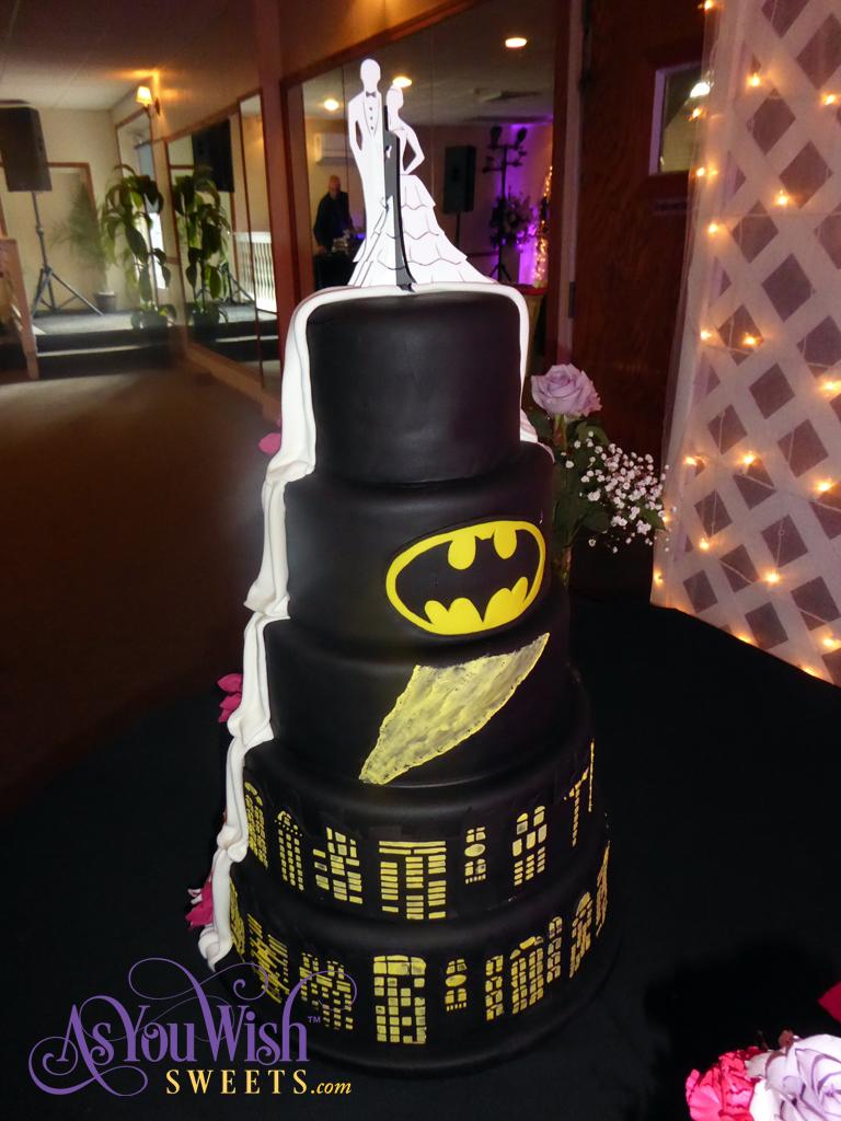 Batman Wedding Cake sm